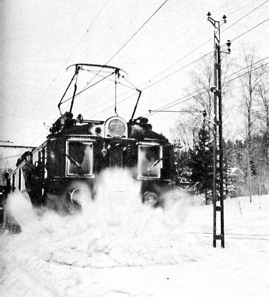 the electric D- engine takes a fight with the snow at Vattjom